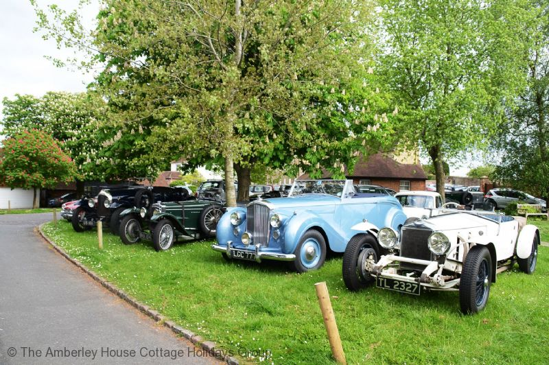 Large Image - Vintage car rally at Wisborough Green