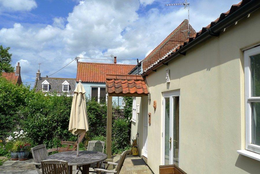 Hideaway Cottage | Outside bedroom 1