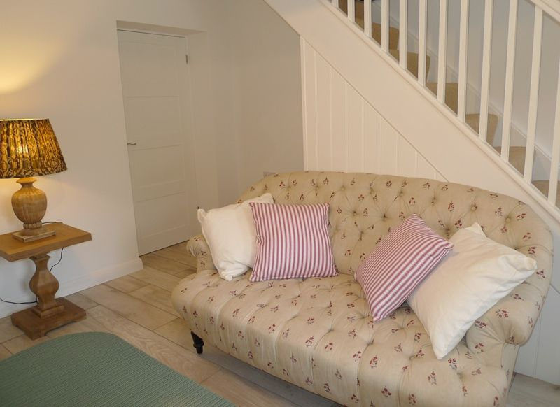 Lavender Cottage | Sofa