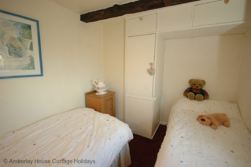 Large Image - The twin bedroom