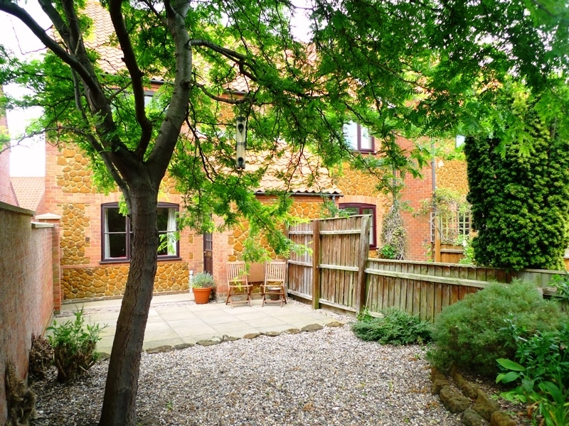 5 Erpingham Court | Front garden