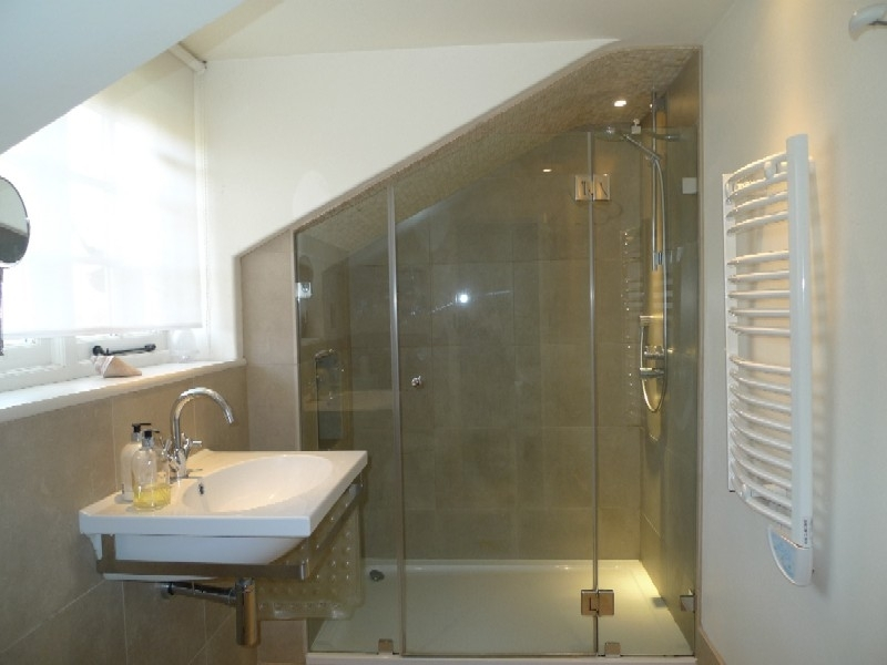 Pebble Cottage | En-suite shower