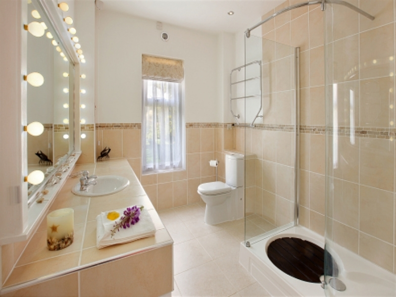 West Harbour House sleeps 8 | Bathroom