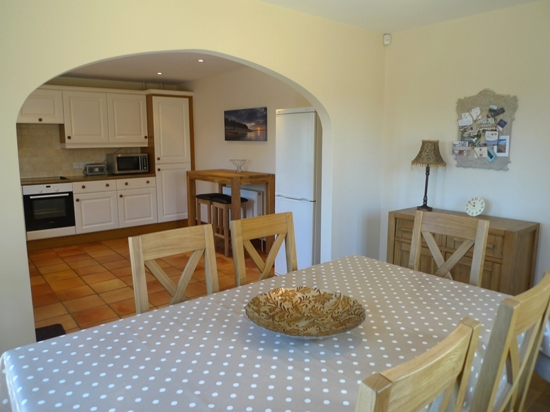 The New Cottage | Dining area