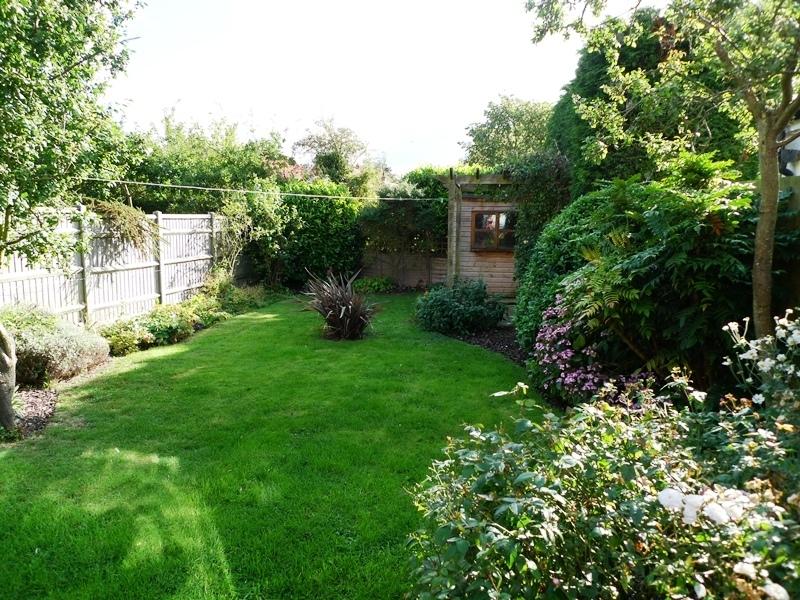 Pickles Cottage   Garden