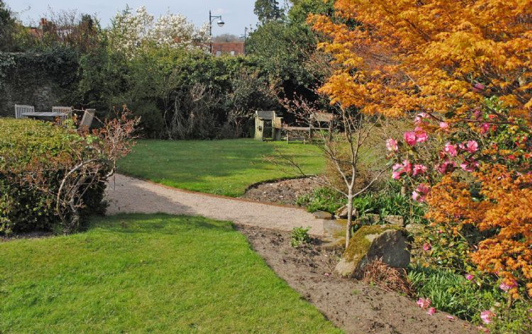 11 Angel Yard, Midhurst