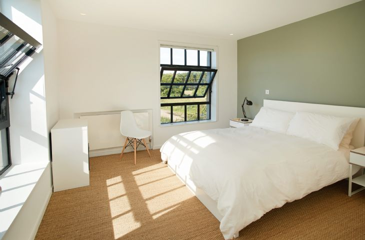 First Floor: double bedroom, with 6' bed, en-suite shower room and separate wc