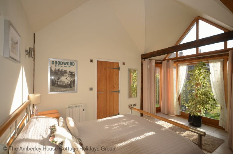 Large Image - Goodwood Oak Lodge - The spacious bedroom with king sized bed