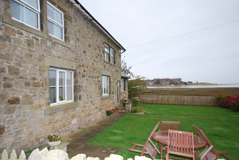 Well equipped cottage with a real homely feel in a stunning and peaceful location, but with close access to local amenities.