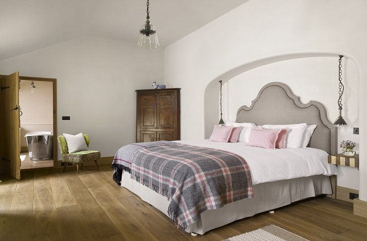 Ground floor: Bedroom with king size bed and en-suite bathroom