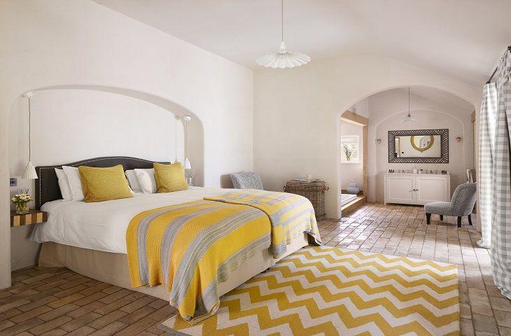 The Walled Garden - Ground floor: Bedroom with king size bed and en-suite with sunken bath