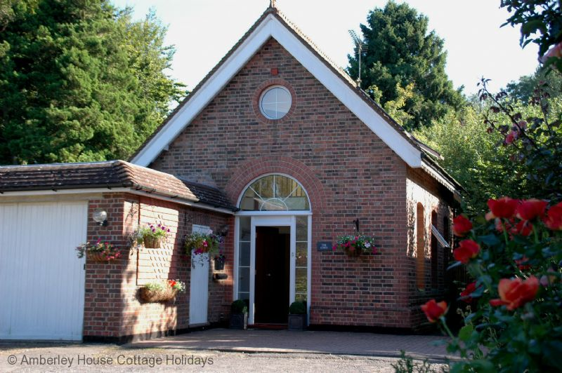 Large Image - Pump House Lodge - Turners Hill, West Sussex