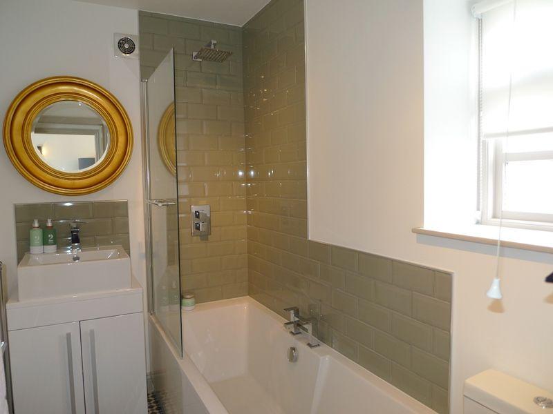 Tern Cottage | Downstairs bathroom