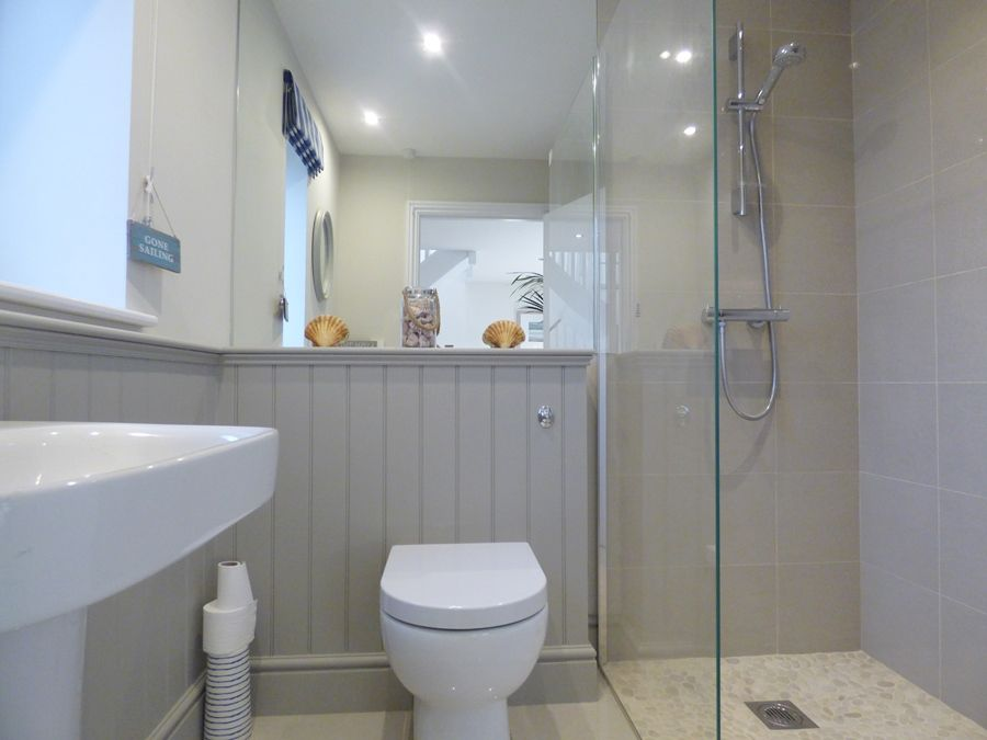 Spring Cottage | Shower room