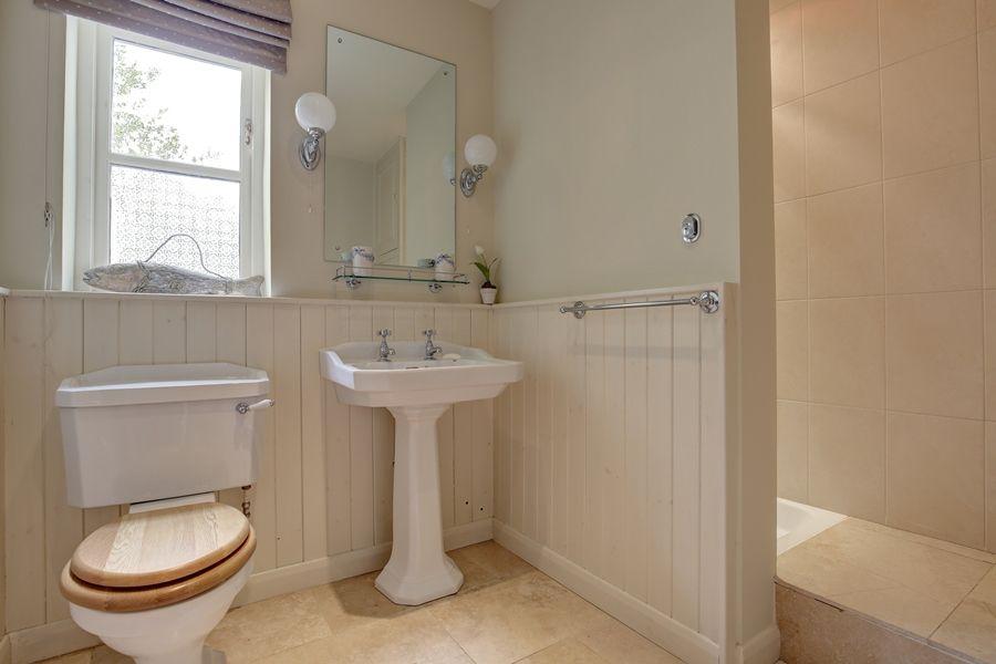 Walnut Pastures | Downstairs shower room