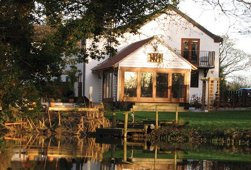 Riverside Cottage is the end terrace of a converted watermill on the banks of the River Waveney on the Norfolk/Suffolk border