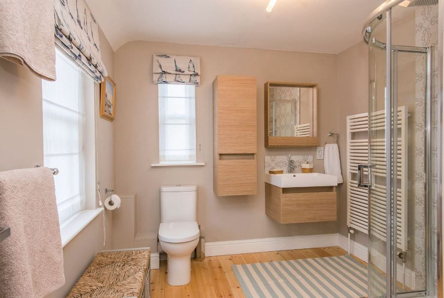 Arthur's | Family shower room