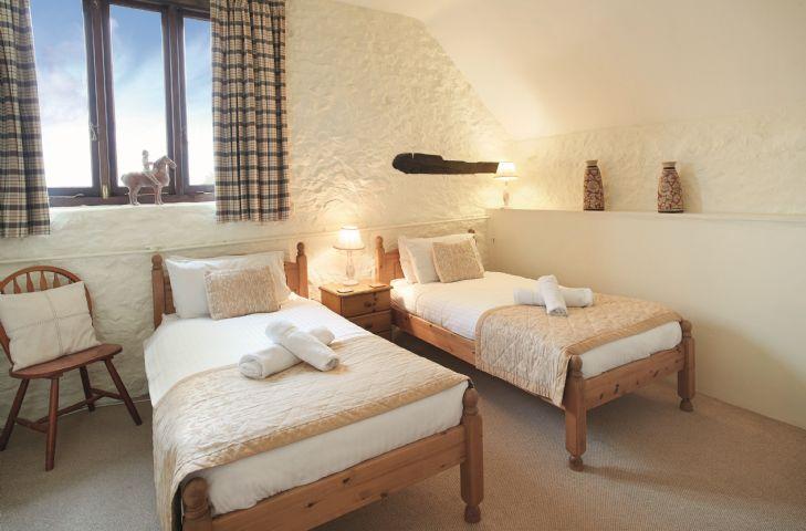 First floor: Twin bedroom with 3' single beds and en-suite shower room