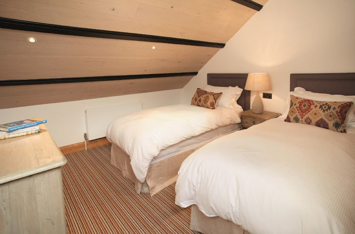 Exeter Wing: Mezzanine twin bedroom leading from bedroom three