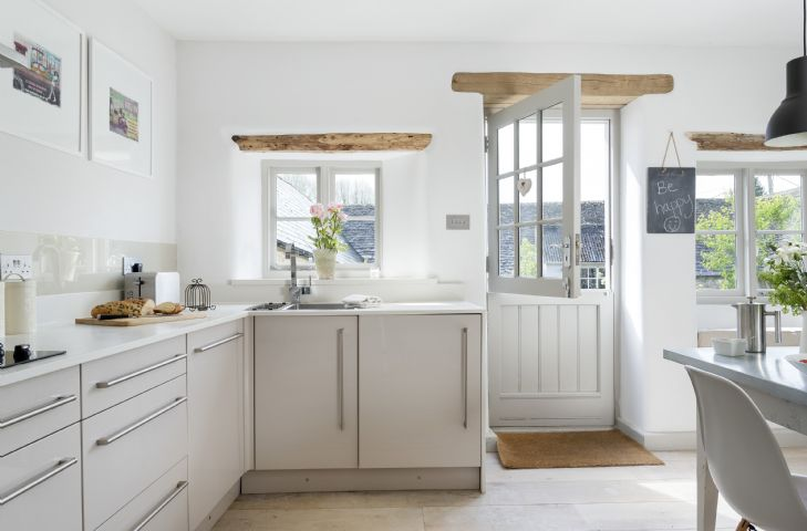 Ground floor: The kitchen/dining room has a stable door which opens out onto the south facing walled garden