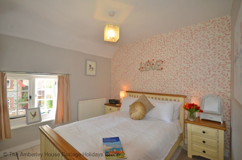 Large Image - Rose Cottage - Double bedroom