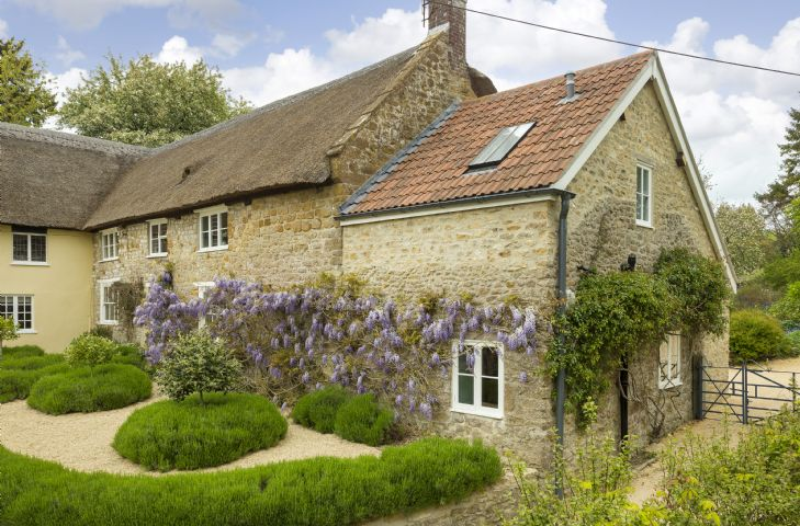 Adjoining Myrtle Cottage is Pear Tree Cottage (sleeps 4) which is also available to book through Rural Retreats