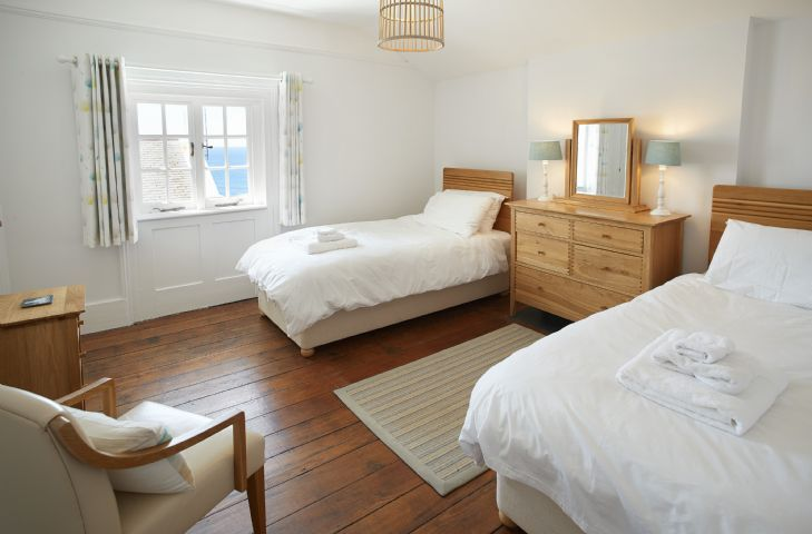 Bedroom with seaviews: Two single beds