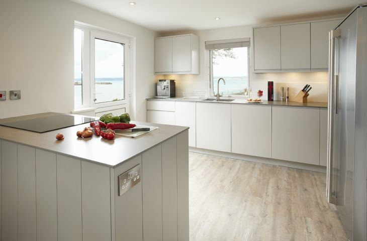 The kitchen is beautifully renovated with a classic colour scheme stylish practical contemporary design with high spec appliances selected by an Interior Designer. Magnificent sea views whilst you prepare delicious local produce