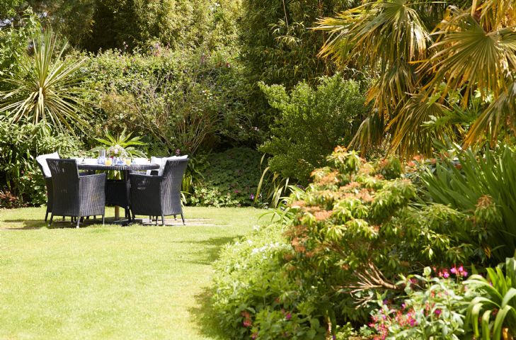 Private outdoor entertaining in the garden