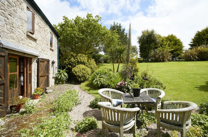 Private west facing Cornish garden for sun into the evening as well as a south east facing garden for those sunny breakfasts