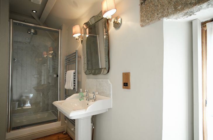 En-suite shower room and wc