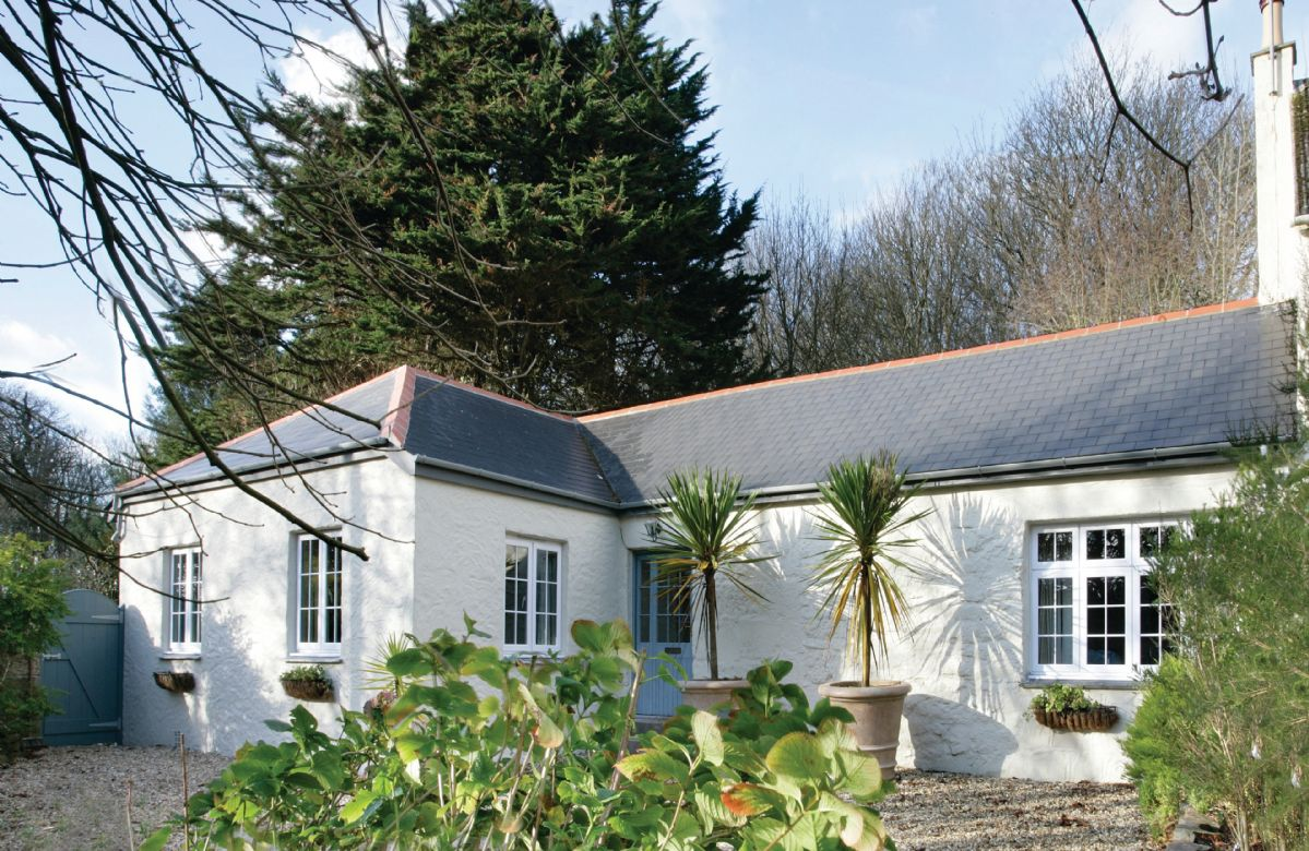 St Corantyn Cottage with accommodation for four guests, one of three properties on the magnificent Bonython Estate, under five miles south of Helston on the northern part of the Lizard Peninsula