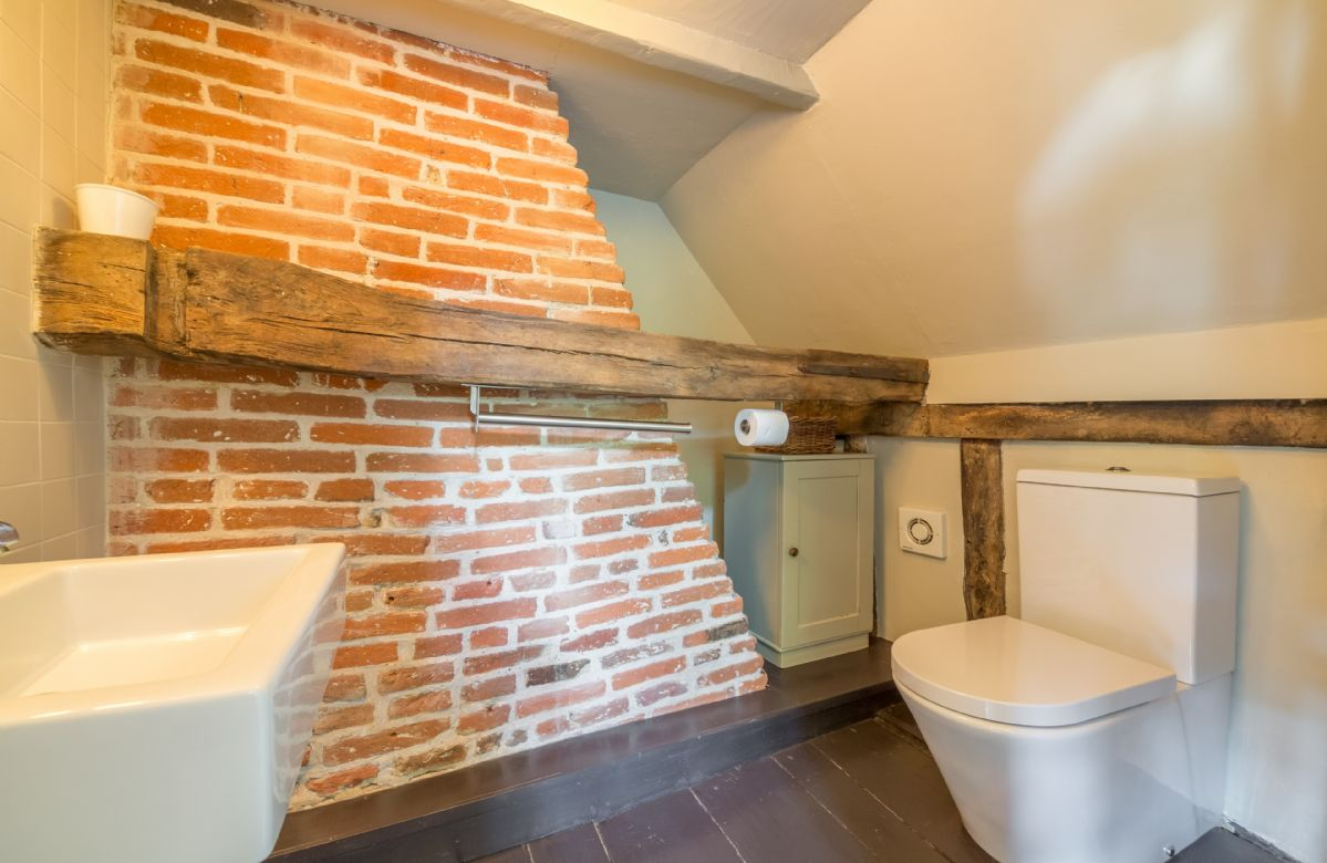 First floor:  En-suite wc and basin