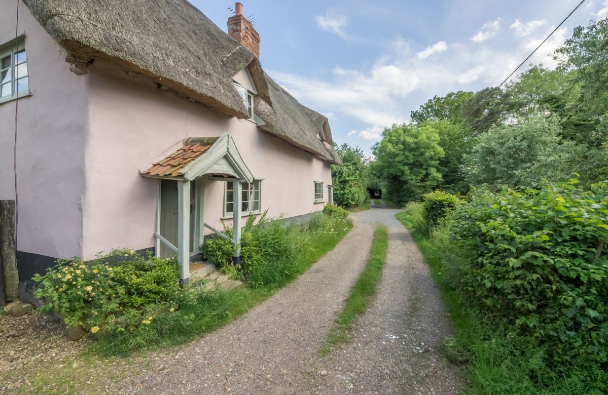 Quaint country lanes surround Gardener's Cottage