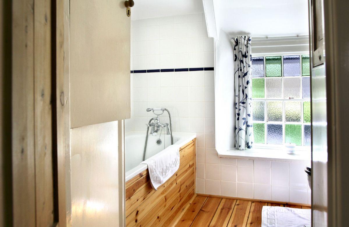 First floor: Bathroom with hand-held spray attachment