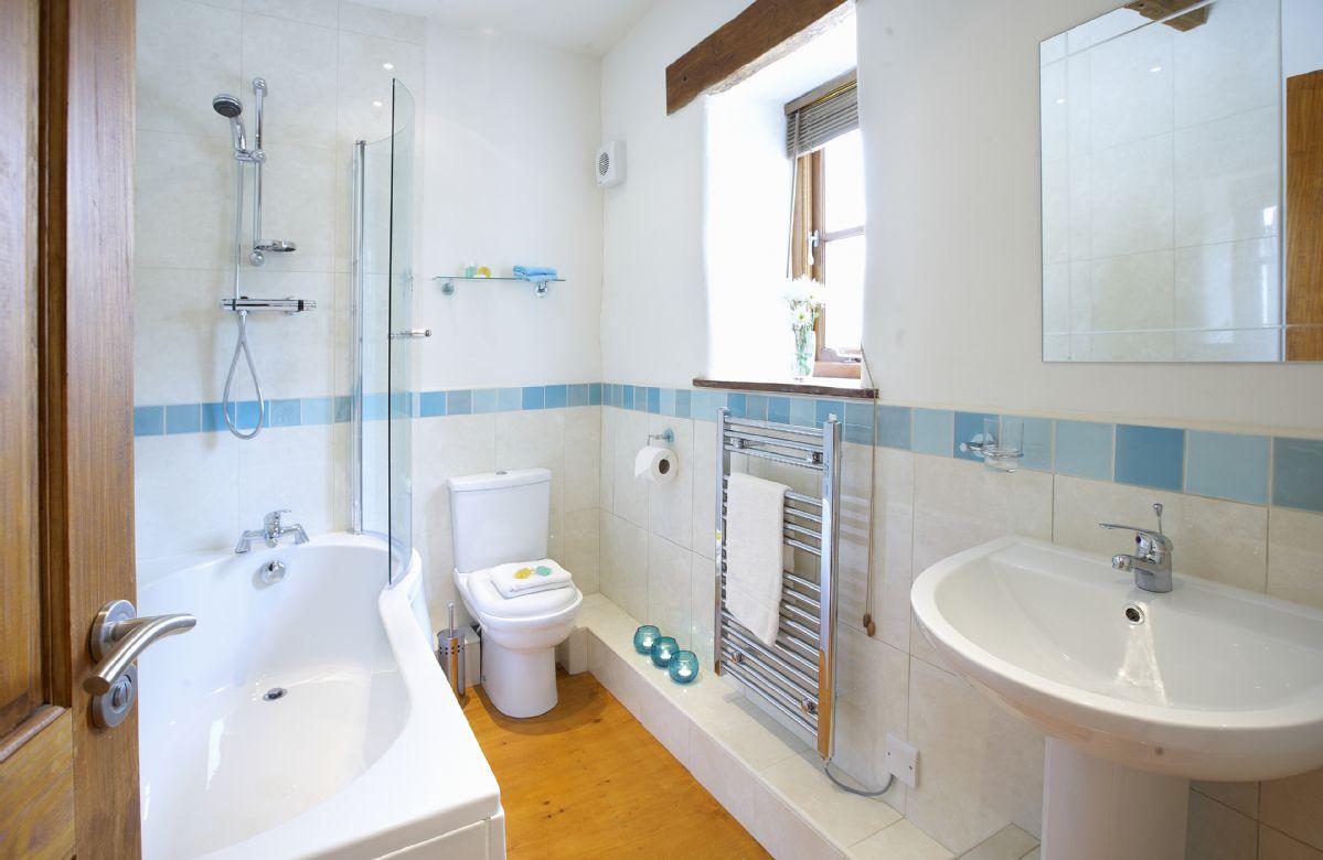 Ground floor: En-suite bathroom with shower over bath