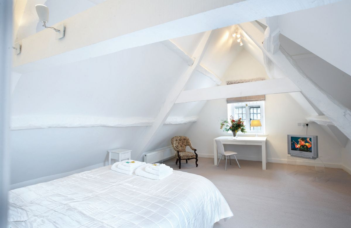 Attic: Double bedroom with 5' bed