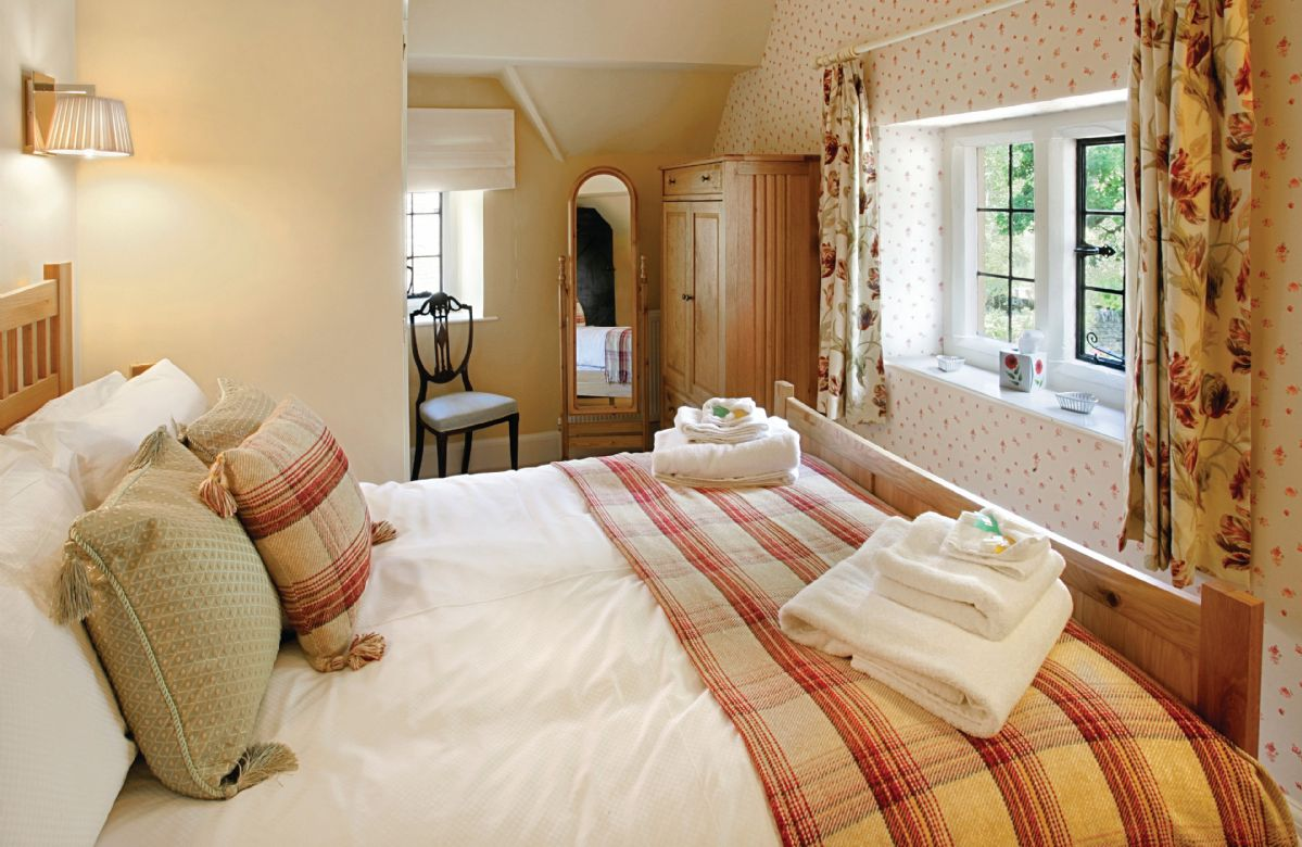 First floor: Double bedroom with vaulted ceiling with 4'6 bed and ensuite shower