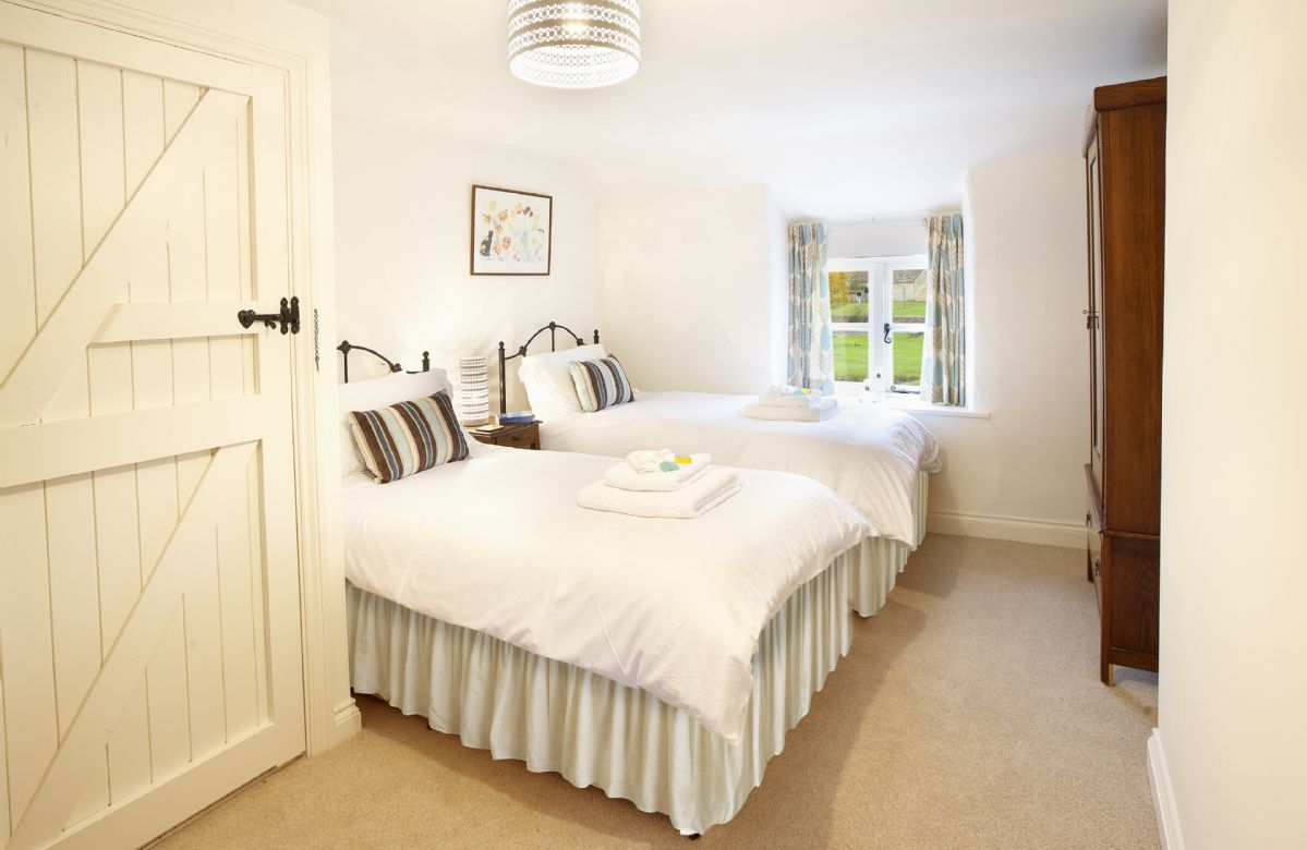 First floor: Twin bedroom with 3ft beds and en-suite bathroom with shower