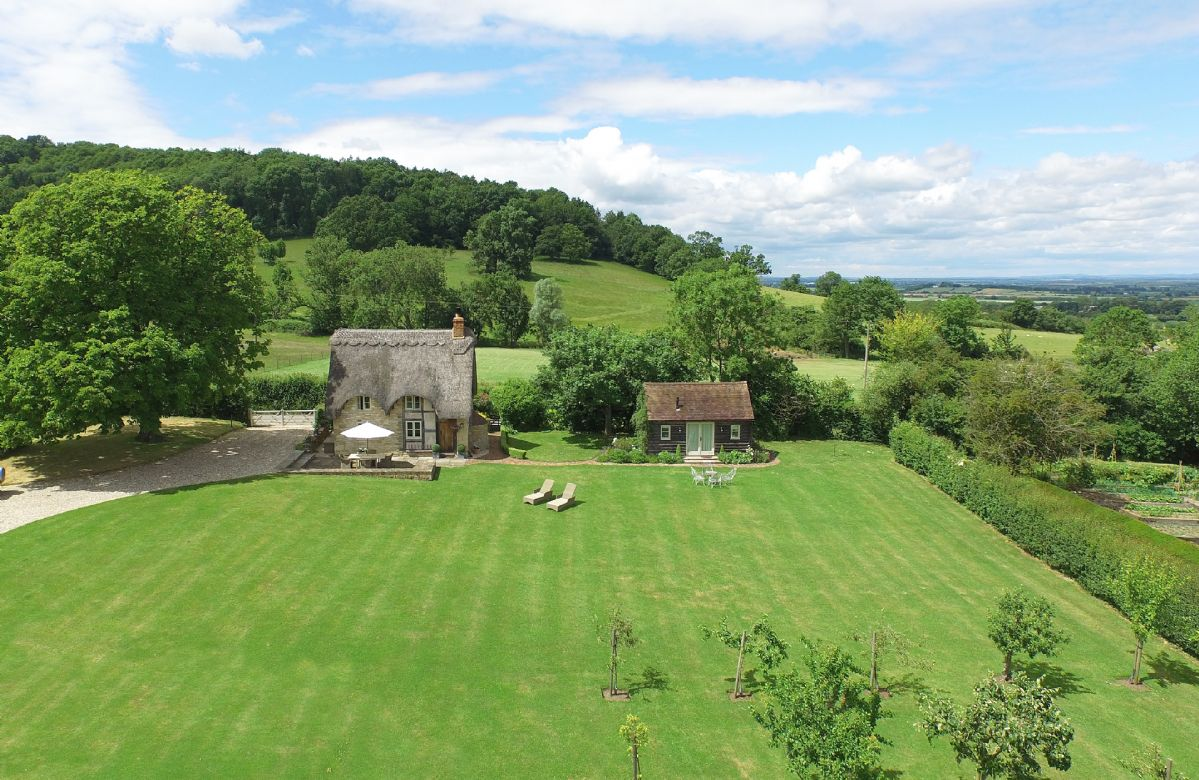 Field Cottage and Garden Room set on the slopes of Bredon Hill in a truly idyllic and tranquil location