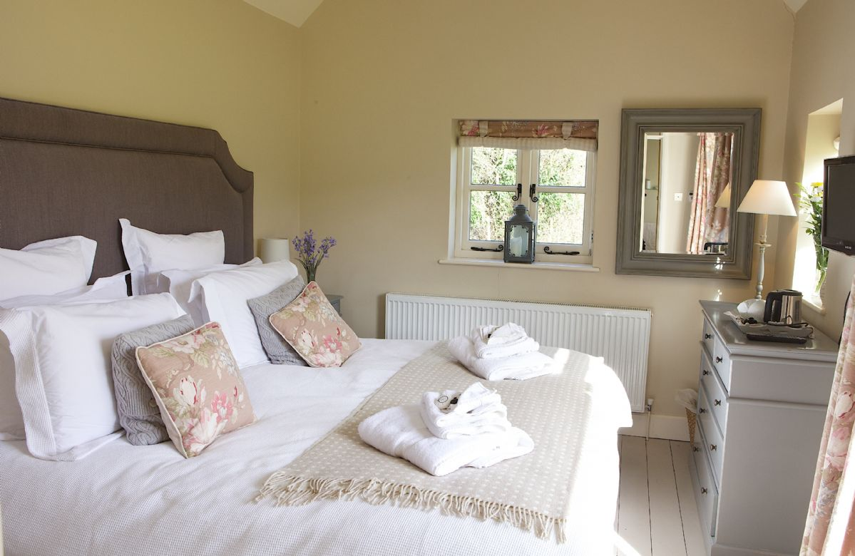 Annexe: Double bedroom with 6' zip and link bed which can convert to single beds upon request