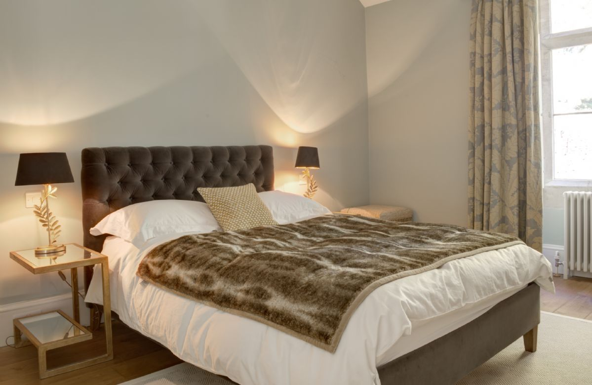 Second floor: Bedroom with 4'6 double bed