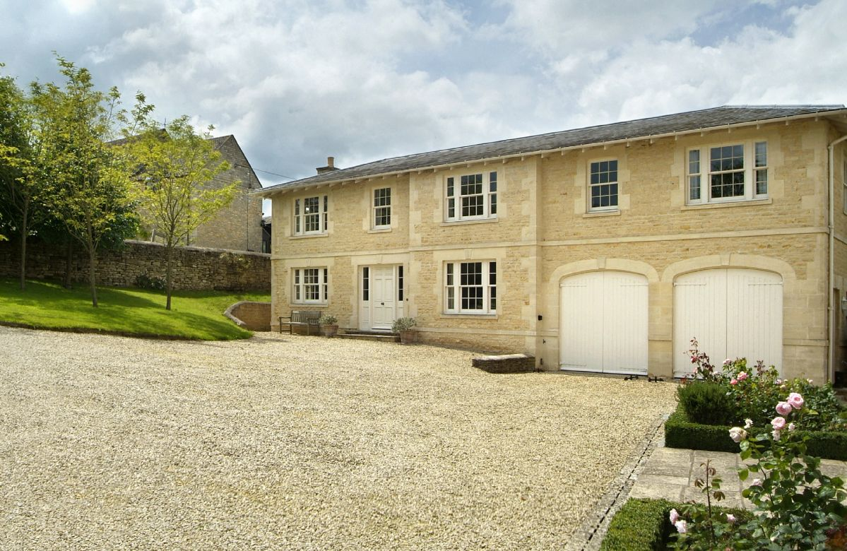 Le Manoir Cottage is well located near Bourton-on-the-Water and Burford
