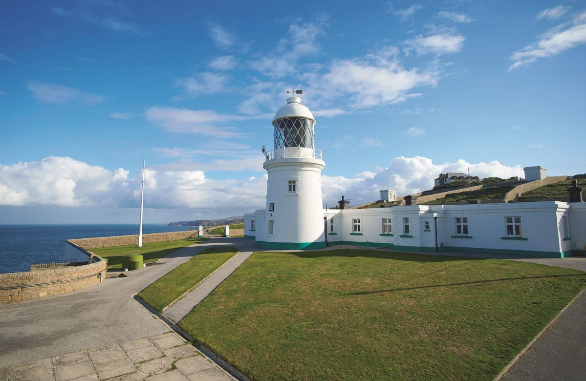 This comfortable cottage is situated on the Pendeen Lighthouse site, on a majestic granite headland.