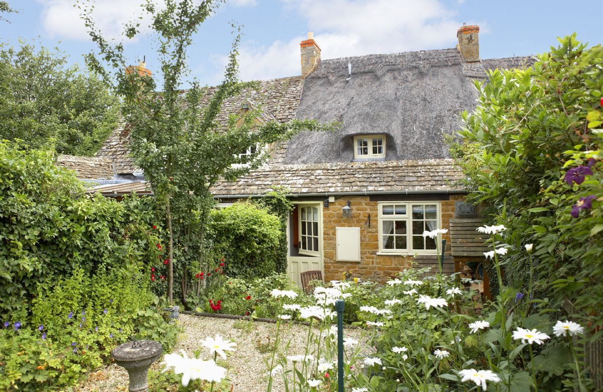 Rose Cottage in the Cotswolds with accommodation for 2 guests
