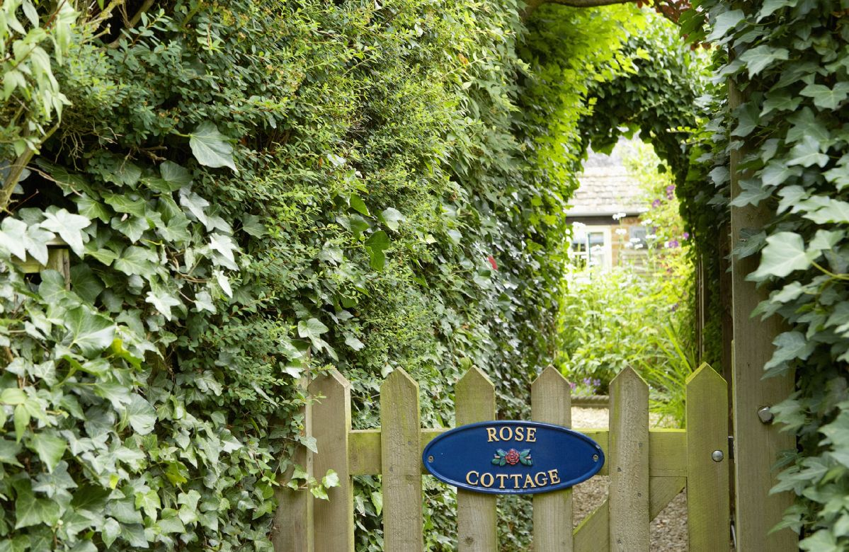 Rose Cottage is ideally located for visiting Stratford upon Avon, Warwick and Oxford
