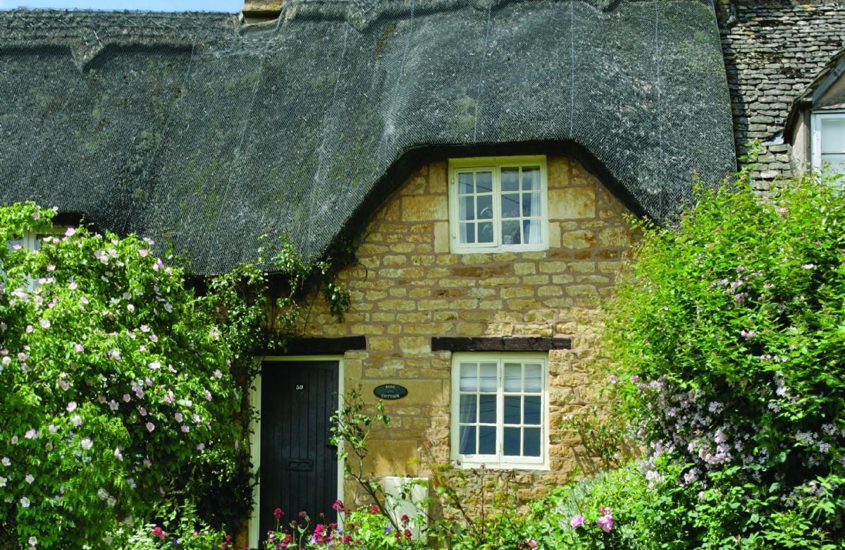 Rose Cottage with accommodation for 2 Guests in the village of Ebrington. The village is one of the most exquisite in the North Cotswolds, off the beaten track yet only a few miles from Chipping Campden and the famous gardens at Hidcote and Kiftsgate