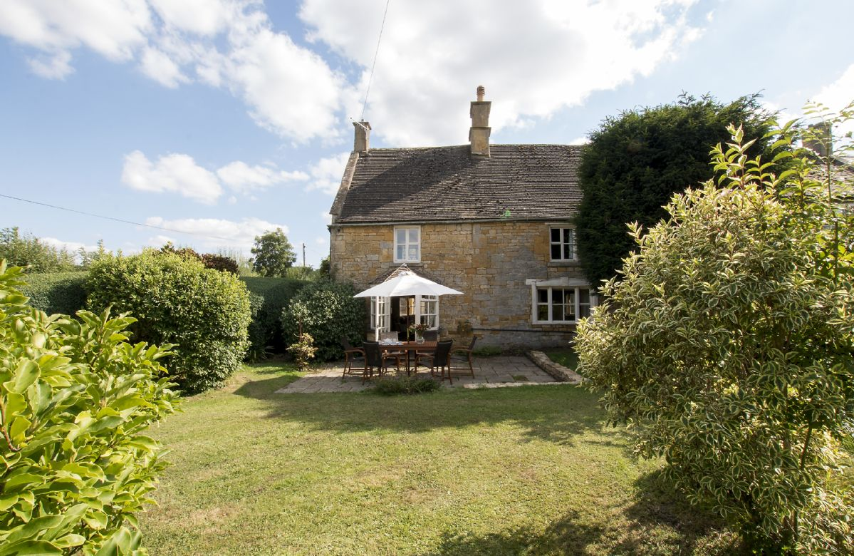 The Old Chequer has a spacious and private garden to the rear of the cottage