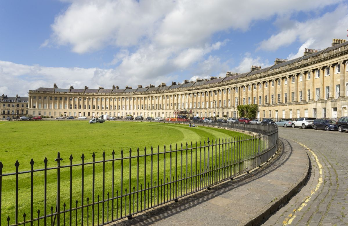 The Royal Crescent in Bath overlooks private lawns and the Royal Victoria Park and is a largely traffic-free, exclusive residential area with a prestigious adjacent hotel