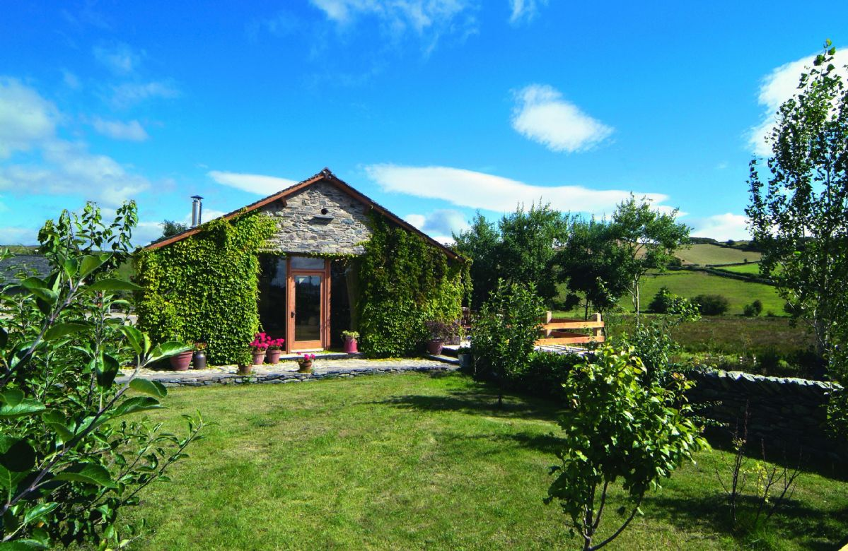 Fellside Barn with self catering holiday accommodation for 4 Guests is a detached barn conversion with panoramic views across open fields and fells. Wildlife and birdlife are in abundance